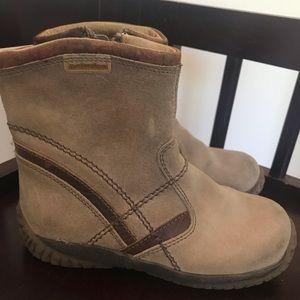 Naturino boy tan suede boots